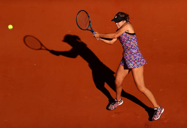 Kenin plays a backhand during her first-round victory/Photo: Julian Finney/Getty Images