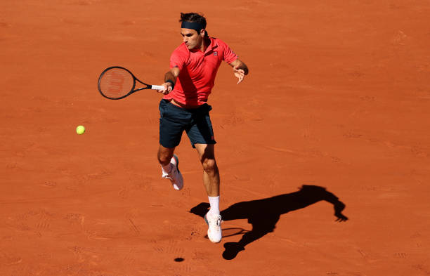 Federer hits a forehand during his first-round victory/Photo: Clive Brunskill/Getty Images