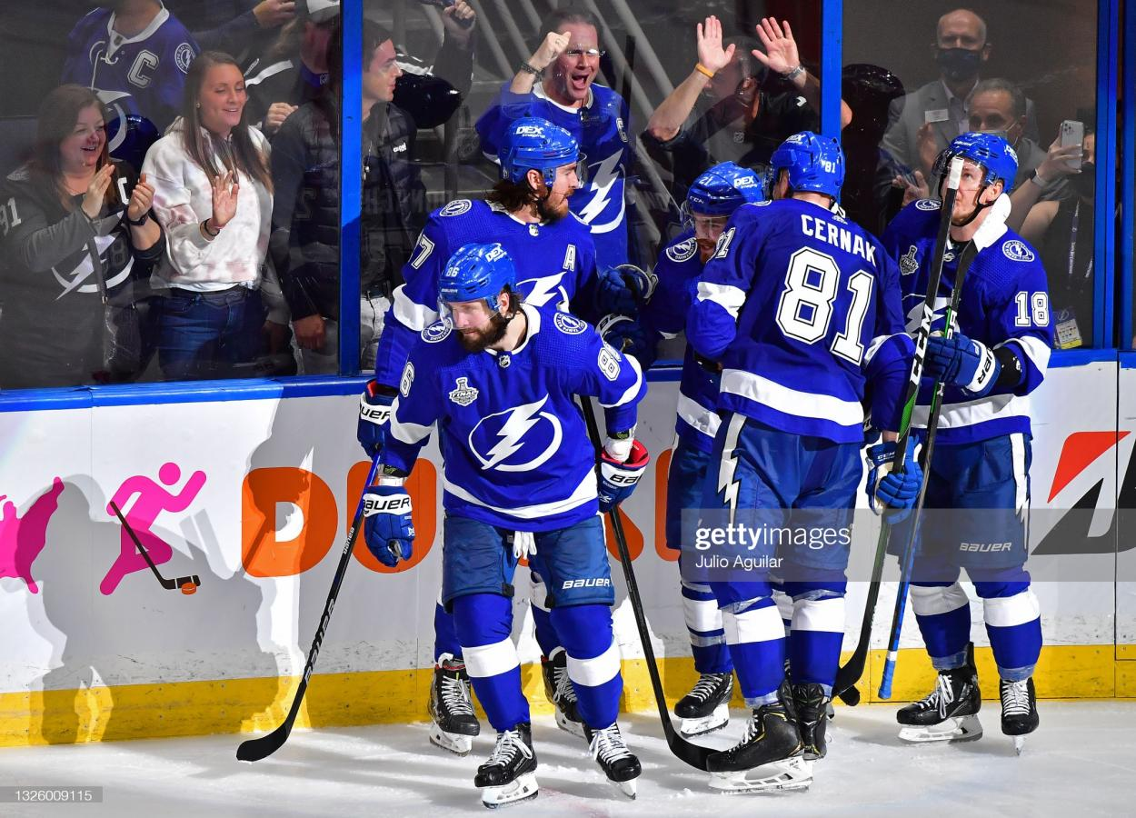 The Lightning celebrate after Kucherov's second goal of the game/Photo: Julio Aguilar/Getty Images