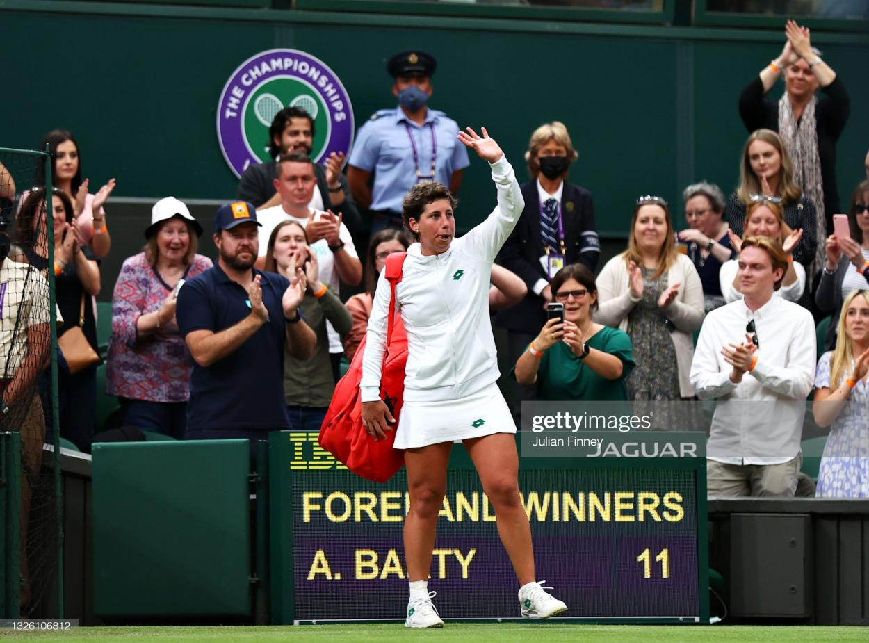 Suarez Navarro waves to the crowd after her final Wimbledon match/Photo: Julian Finney/Getty Images