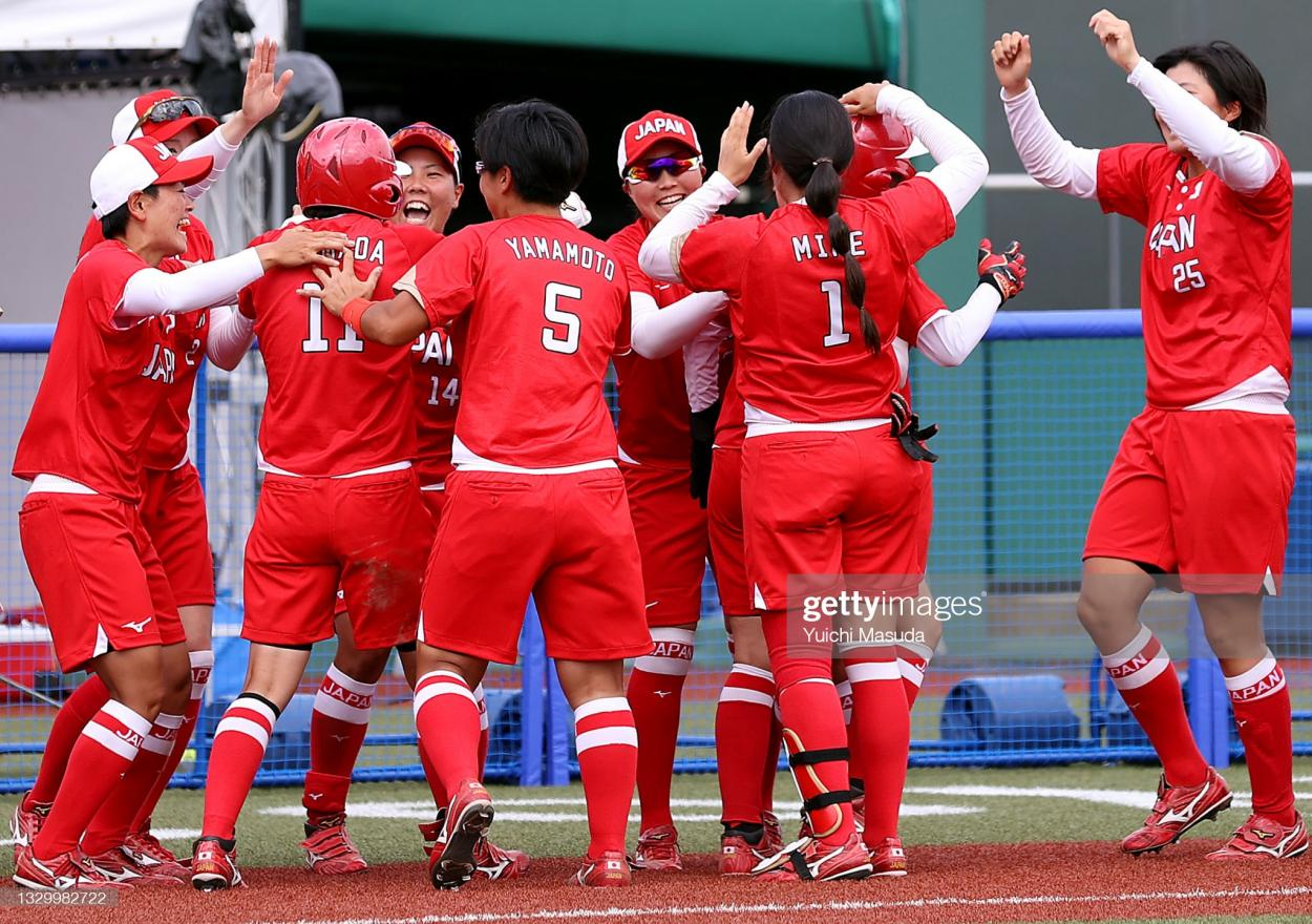 Japan celebrates their walk-off win over Mexico/Photo: Yuichi Masuda/Getty Images