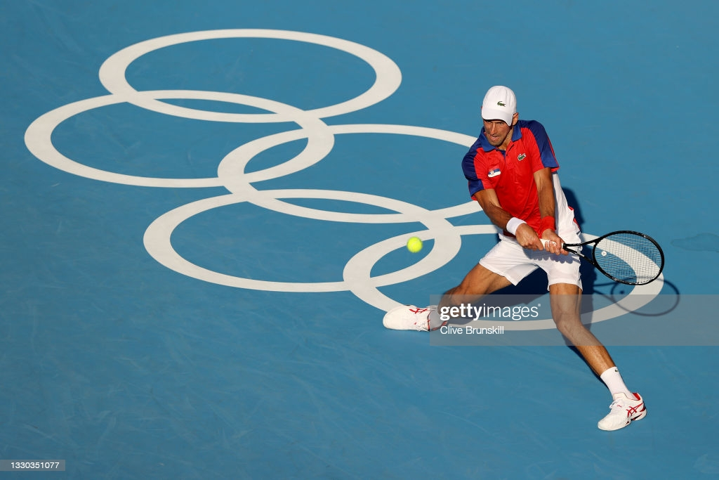Djokovic plays a backhand during his first-round victory/Photo: Clive Brunskill/Getty Images