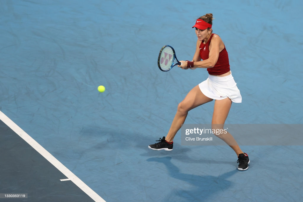 Bencic hits a backhand in her first-round victory in Tokyo/Photo: Clive Brunskill/Getty Images