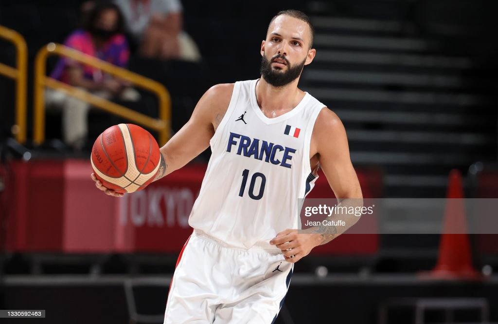 Fournier brings the ball up the floor during France's upset victory over the US/Photo: Jean Catuffe/Getty Images