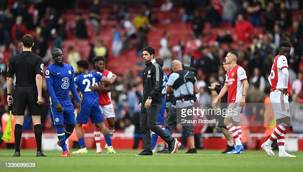 LONDON, ENGLAND - AUGUST 22: <strong><a  data-cke-saved-href='https://vavel.com/en/football/2021/08/23/arsenal/1083315-analysing-the-options-for-arsenals-right-back-dilemma.html' href='https://vavel.com/en/football/2021/08/23/arsenal/1083315-analysing-the-options-for-arsenals-right-back-dilemma.html'>Mikel Arteta,</a></strong> Manager of Arsenal looks dejected following defeat in the Premier League match between Arsenal and Chelsea at Emirates Stadium on August 22, 2021 in London, England. (Photo by Shaun Botterill/Getty Images)