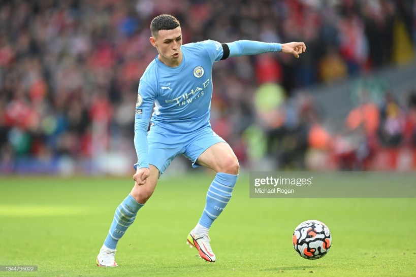 LIVERPOOL, ENGLAND - OCTOBER 03: Phil Foden of Manchester City in action during the <b><a  data-cke-saved-href='https://vavel.com/en/data/premier-league' href='https://vavel.com/en/data/premier-league'>Premier League</a></b> match between Liverpool and Manchester City at Anfield on October 03, 2021 in Liverpool, England. (Photo by Michael Regan/Getty Images)