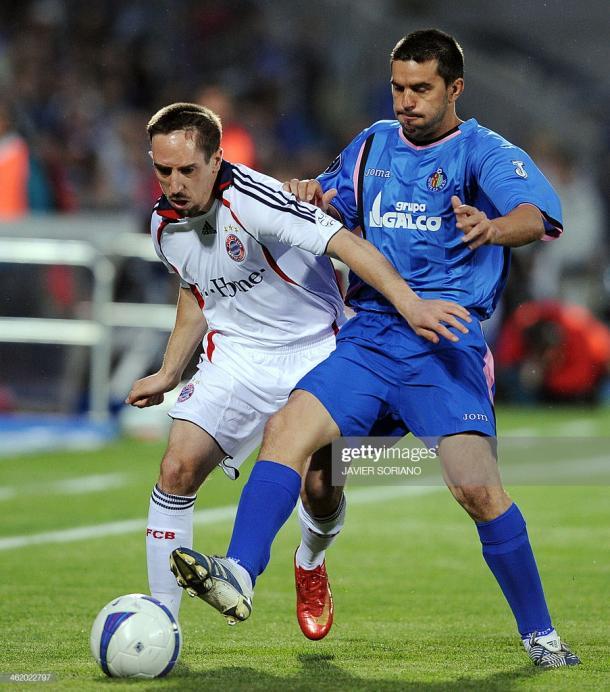 Frank Ribéry y Contra luchando por el balón   Fuente: gettyimages