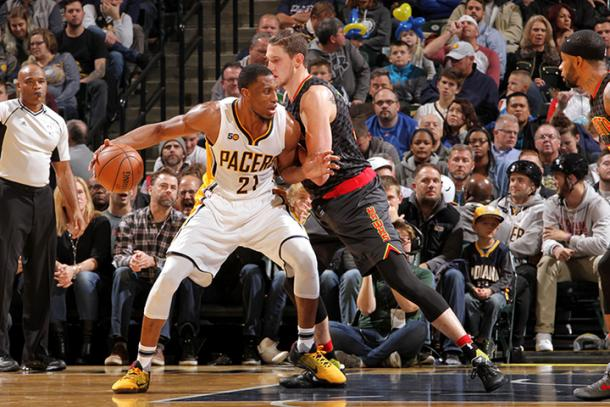 Thaddeus Young posteando | Foto: NBA (Indiana Pacers)