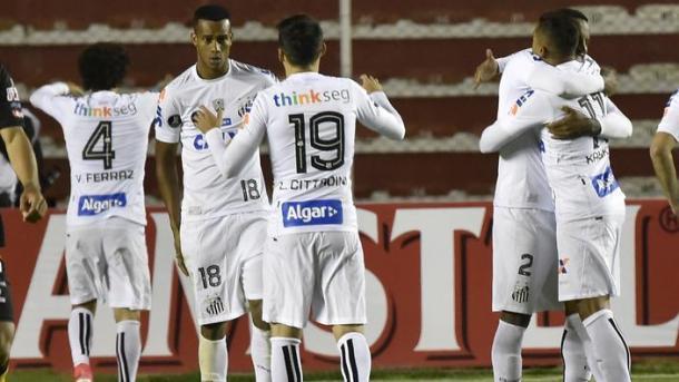 L'esultanza dei giocatori del Santos dopo il gol al The Strongest