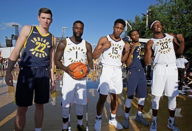 T.J. Leaf, Lance Stephenson, Glen Robinson III, Myles Turner alla presentazione delle nuove canotte Nike. Fonte Immagine: NBA.com