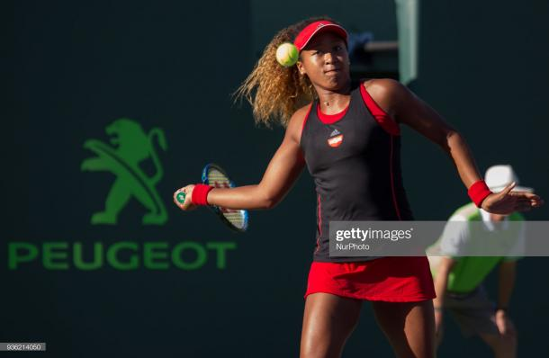 Osaka hits a forehand during her victory over Williams in Miami/Photo: Manuel Mazzanti/NurPhoto via Getty Images