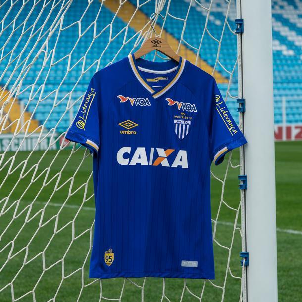 Detalhes da nova camisa do Avaí (Foto: Umbro/Divulgação)