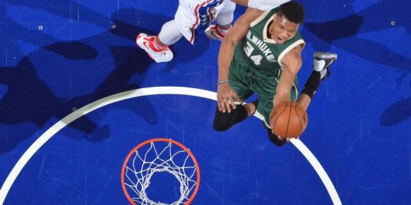 Saltare non è certo un problema per Giannis - Foto NBA.com on Twitter