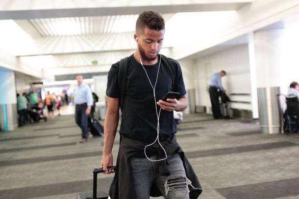 Giovani Dos Santos viajando con el resto del equipo hacia Minnesota // Imagen: LA Galaxy