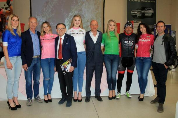 Presentación de los maillots | Foto: Giro Rosa