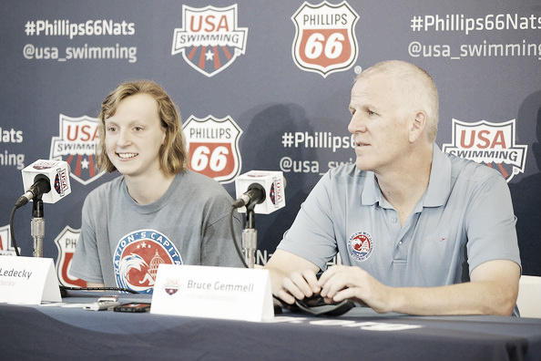 Katie Ledecky junto a su entrenador,  Bruce Gemmell. / Fuente: zimbio.com