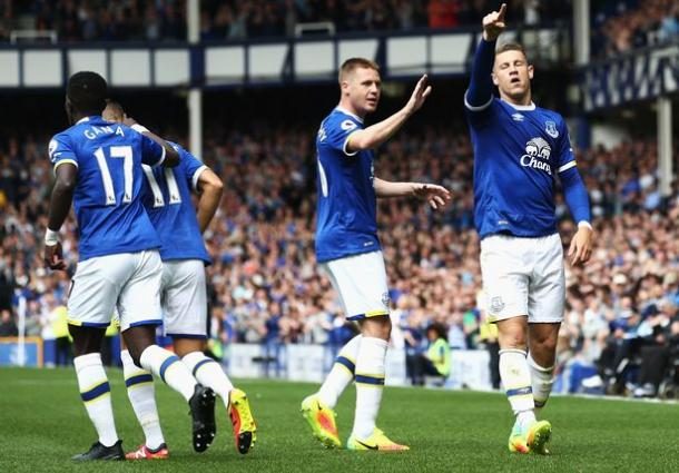 Ross Barkley celebrates after scoring Everton's only goal. | Photo: Getty Images