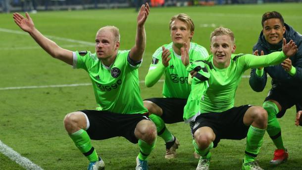 Foto: @AFCAjax / Klaassen, Dolberg, Van de Beek y Kluivert