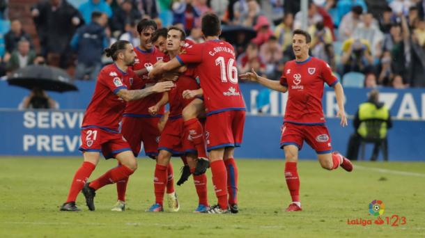Íñigo Pérez celebrando su gol junto a sus compañeros | Foto: laliga.es