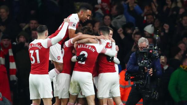 Los jugadores del Arsenal celebran el tanto de Lacazette frente al Chelsea | Fotografía: Premier League