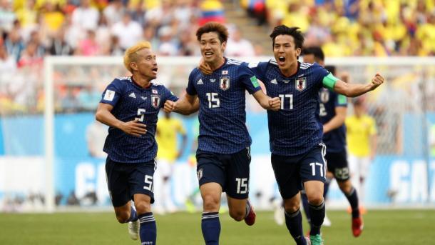 La euforia japonesa tras el gol de Osako. Foto: es.fifa.com