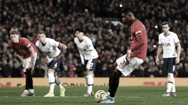 Marcus Rashford no falla desde el punto de penalti./ Foto: Premier League