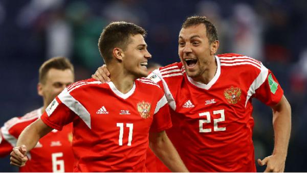 Zobnin y Dzyuba celebran el primer gol de Rusia | Foto: Getty Images