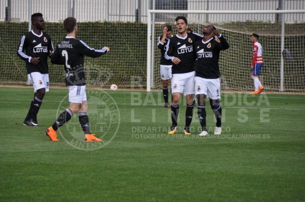 Wilson Cuero celebra su gol con sus compañeros   Foto: RB Linense