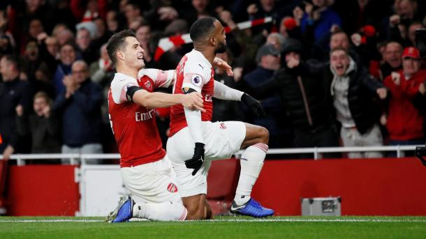Lacazette celebra su gol ante el Liverpool | Fotografía: Premier League