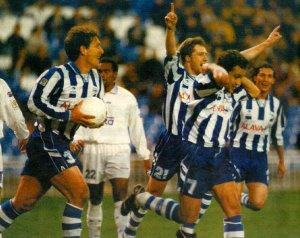 Celebrando el gol de Pedro Riesco. Fuente: glorioso.net