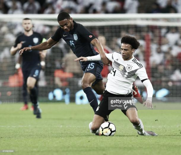 Joe Gomez debutó ante Alemania en Wembley. Foto: Getty Images.