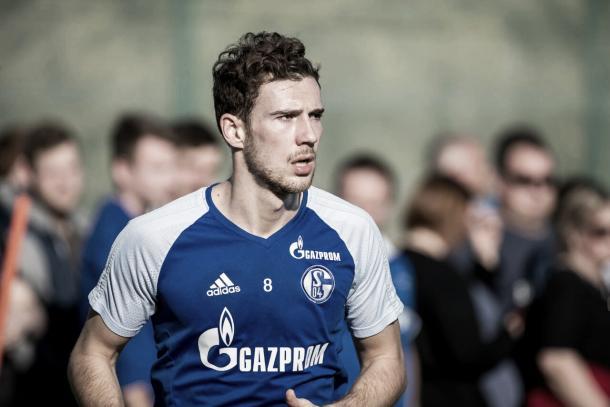 Leon Goretzka entrenando con el Schalke 04 | Foto: Twitter @s04_es