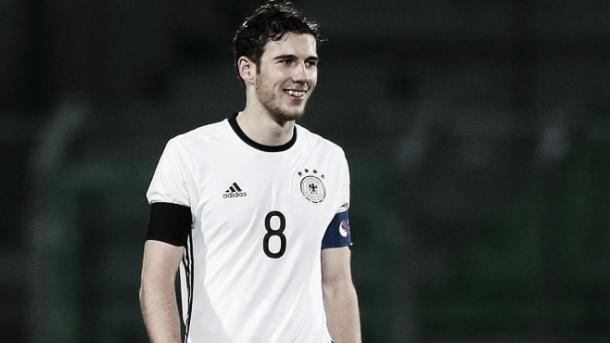 Goretzka era um dos nomes certos para essas Olímpidas, mas foi vetado perto há um mês do torneio. Divulgação/Schalke 04