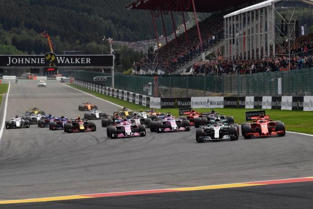 La partenza del GP, con Vettel che insidia subito Hamilton | twitter - @F1