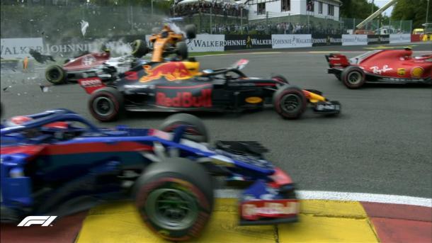 Il bruttissimo incidente alla partenza | twitter - @F1
