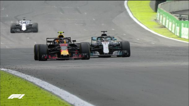 Il sorpasso di Verstappen su Hamilton | twitter - @F1