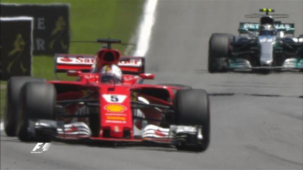 Vettel guida la gara davanti a Bottas | twitter