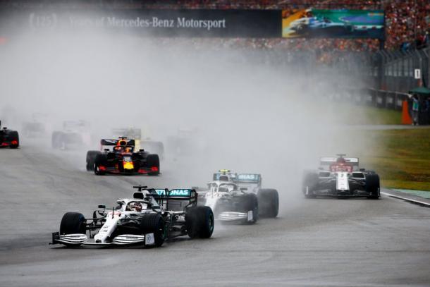 La partenza sotto la pioggia | Twitter - @F1