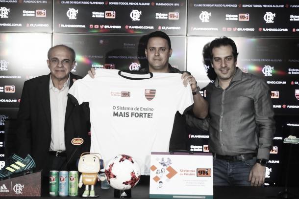 Cúpula rubro-negra e GPI oficializaram parceria na tarde de sexta-feira (Foto: Gilvan de Souza/Flamengo)