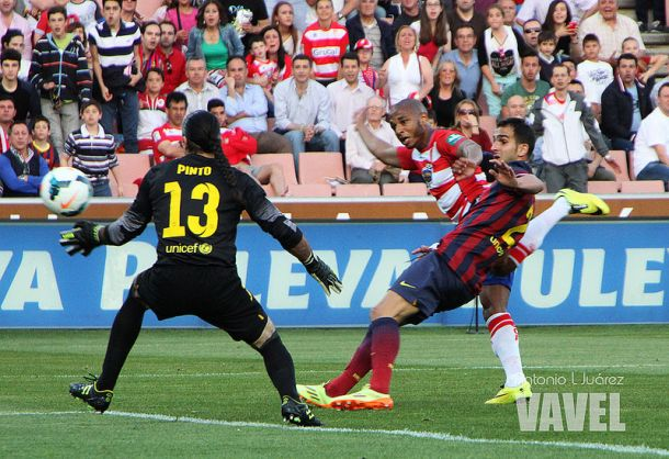 El gol de Brahimi al FC Barcelona | Foto: Antonio L Juárez