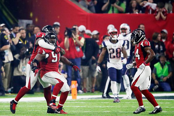 Defesa dos Falcons não dava espaço para Brady e cia. | Foto: Gregory Shamus/Getty