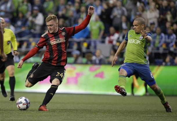 Julian Gressel strikes the ball during Atlanta's 0-0 draw against the Seattle Sounders. (Source: Ted S. Warren/AP Photo)