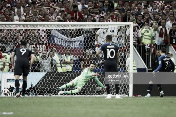 Griezmann engaña a Subasic y anota el 2-1 desde los once metros / Fuente: Getty Images