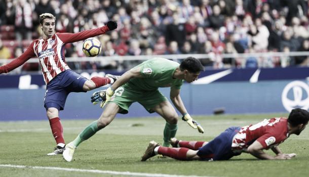 Momento del golpeo de Griezmann para hacer el 1-0 | Atlético de Madrid