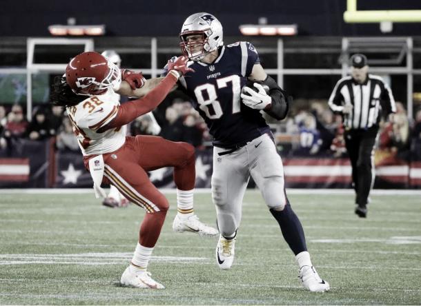 Simplemente el mejor TE de la competición, Rob Gronkowski en una jugada más que solo puede protagonizar él | Foto: Patriots.com
