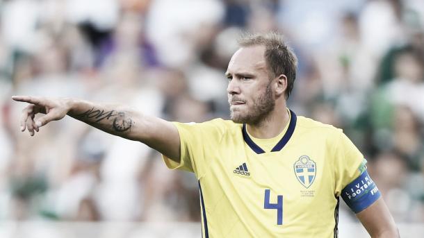 Granqvist dando indicaciones. Foto: FIFA.com.