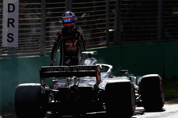 Romain Grosjean abandonando en el Gran Premio de Australia | Fuente: Getty Images