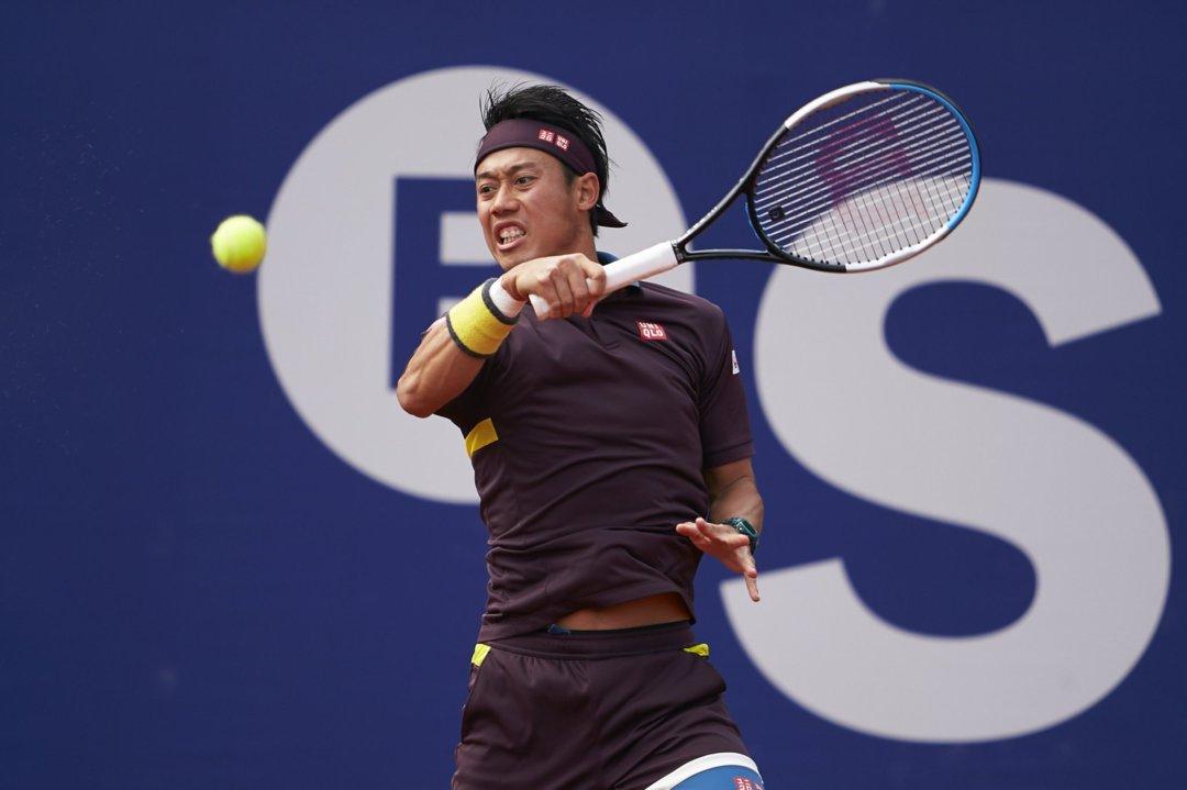 Nishikori hits a forehand during his quarterfinal match/Photo: Barcelona Open Banc Sabadell