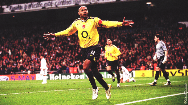 Thierry Henry celebrando un gol frente al Real Madrid. | Foto: Arsenal Pics