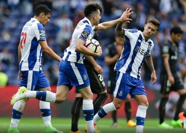 Herrera marcou o 1º de 4 golos do FC Porto